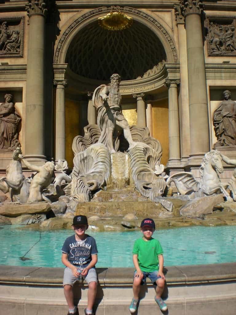 Visiting Las Vegas with Kids www.extraordinarychaos.com