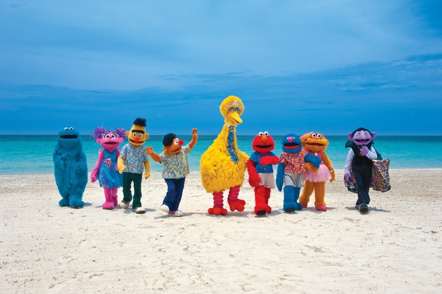 [HQ]_SesameStreet_beachgroup_1