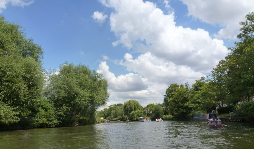 Taking a boat out on the lake is a great thing To Do With Kids In Stratford Upon Avon,
