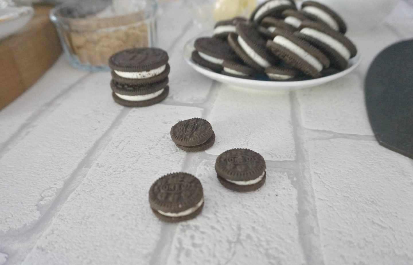 Oreo cookies for Oreo Cheesecake www.etraordinarychaos.com