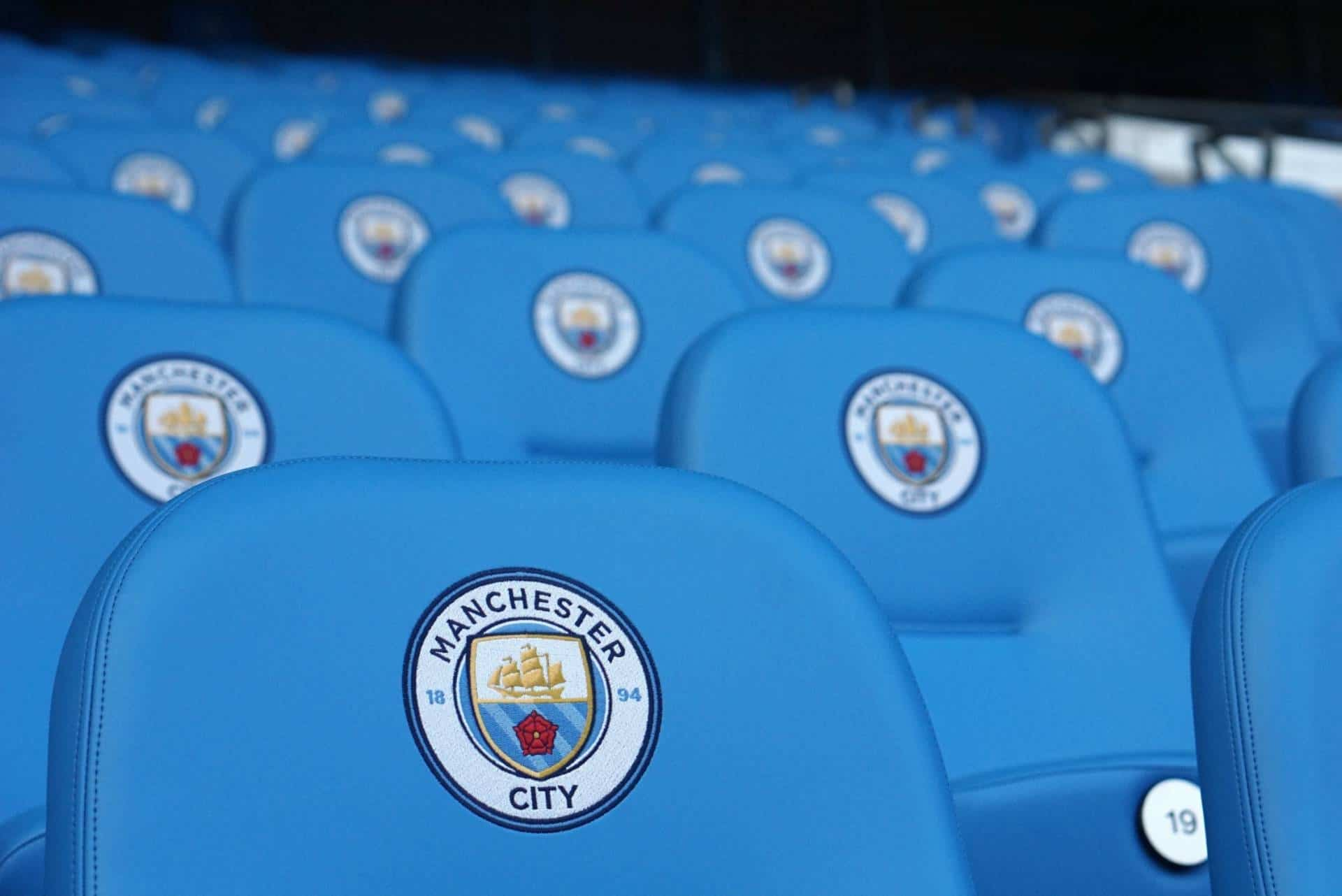 santa-vs-elves-and-the-man-city-tour-4