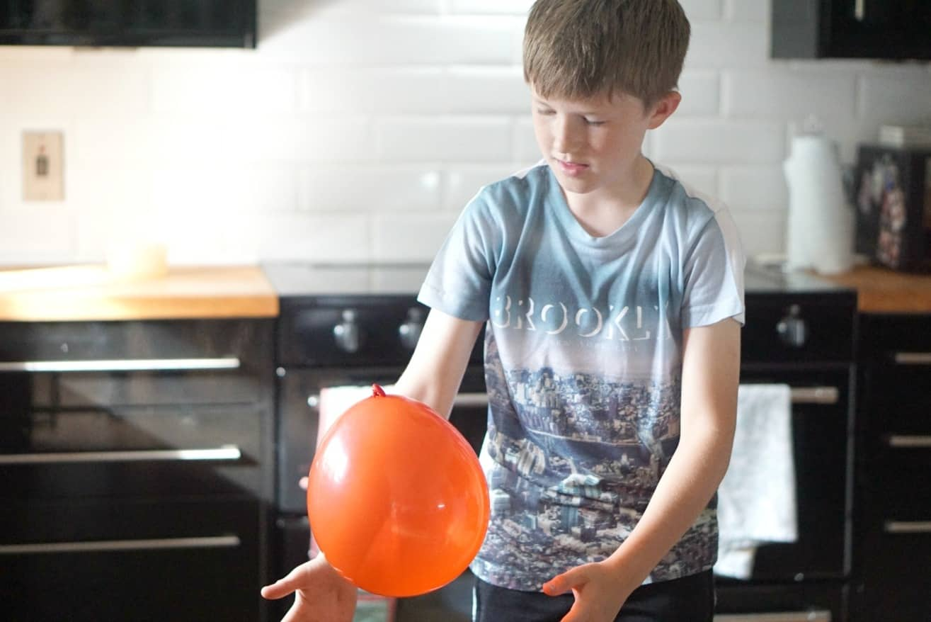 A cool but easy science experiment, how to make bendy water with Terrific Scientific 6