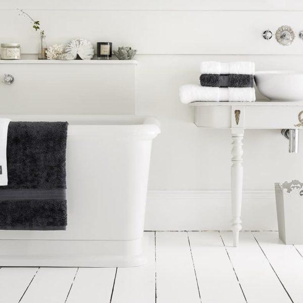 Four Ways To Create An Authentic Vintage Bathroom look www.extraordinarychaos.com