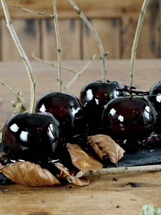 black poison toffee apples www.extraordinarychaos.com
