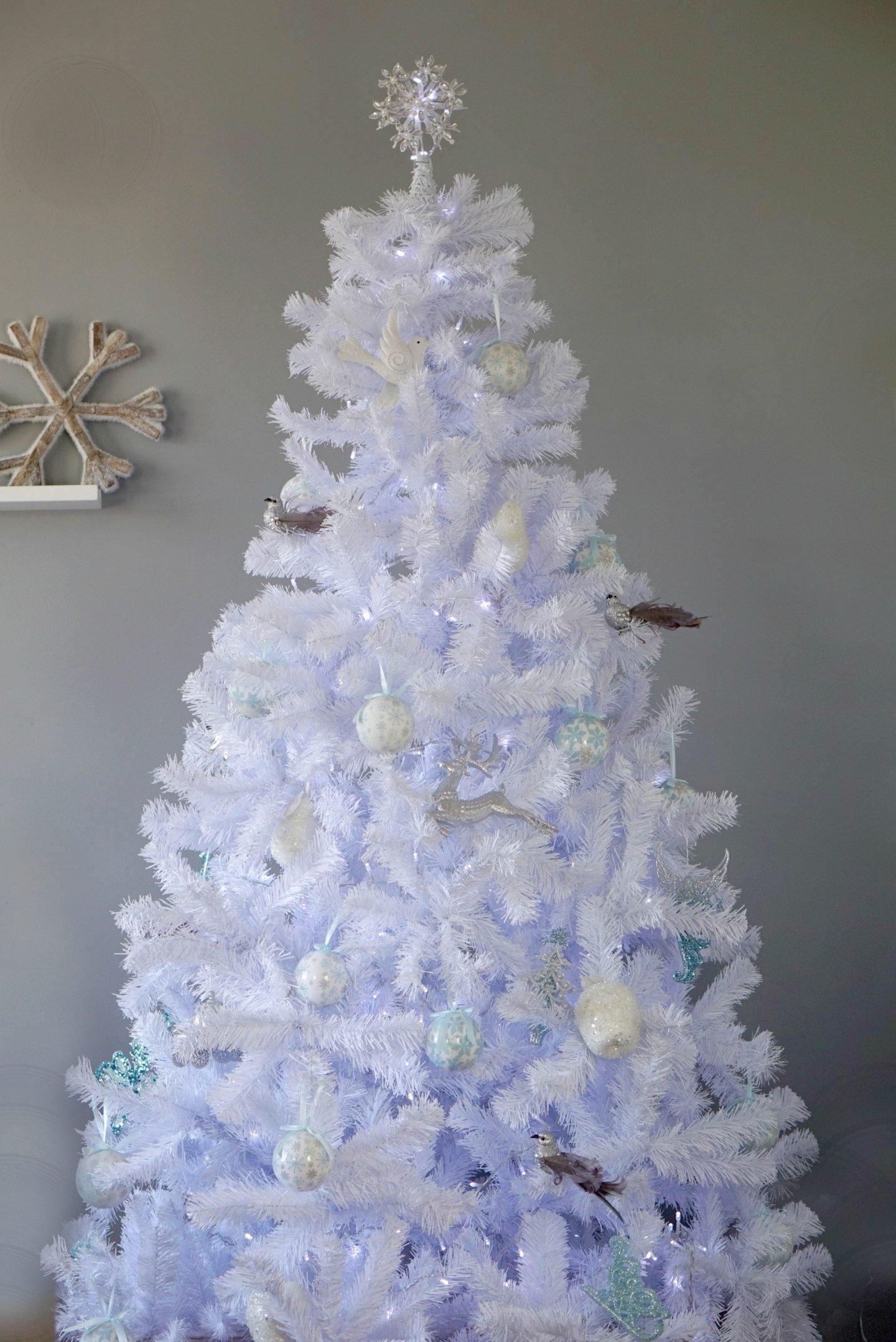 White Christmas Tree and Decorations www.extraordinarychaos.com
