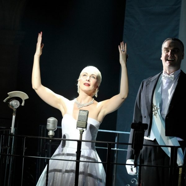 A Review of Evita at The Palace Manchester www.extraordinarychaos.com