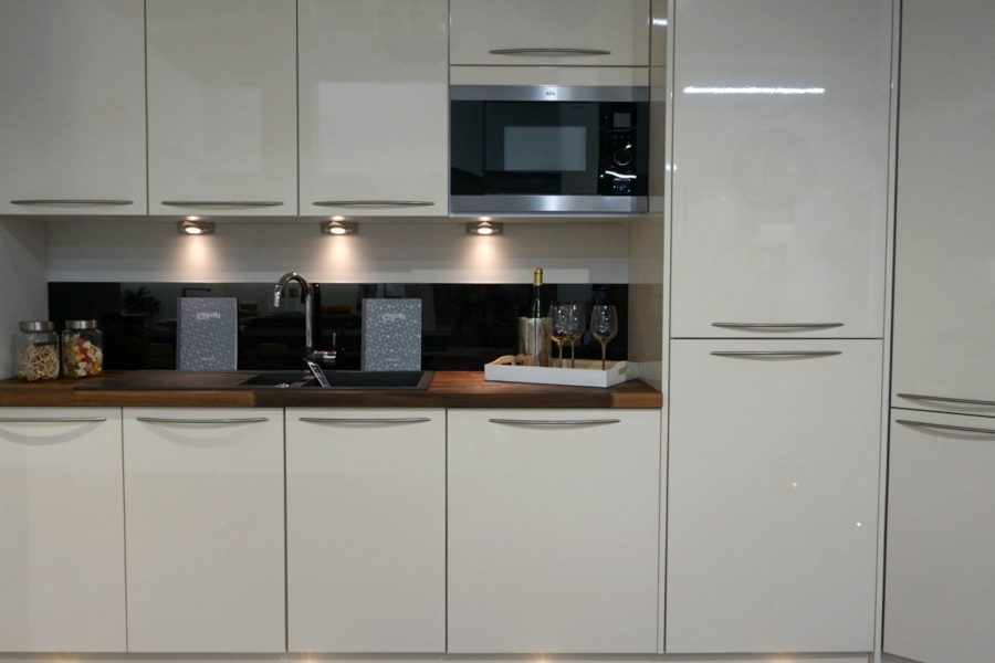 Gloss Kitchen with Wooden Worktops