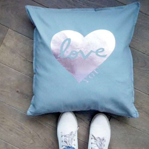 Cricut heart cushion project www.extraordinarychaos.com