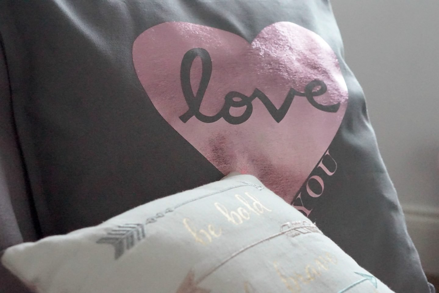 Cricut heart cushion tutorial www.extraordinarychaos.com