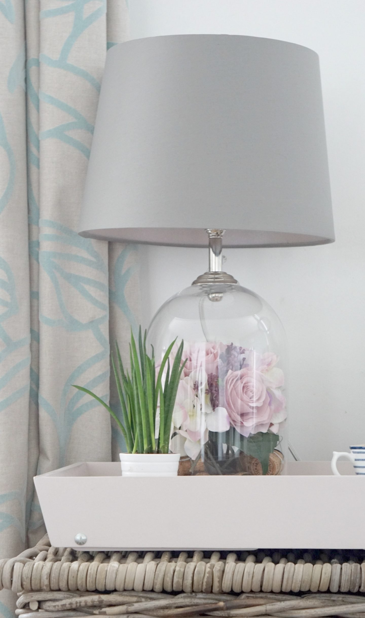 Choosing a shabby chic style for you home and how to choose a decor that is cool but different. And how to make a rustic coffee table with a wicker basket, decorated with a dome lamp and realistic looking artificial flowers.