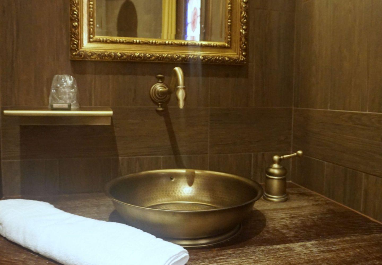 Contemporary but themed bathrooms Puy Du Fou Hotels, Le Camp Du Drap D'Or