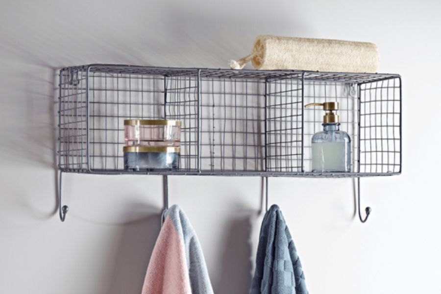 Accent accessories to create style in a bathroom