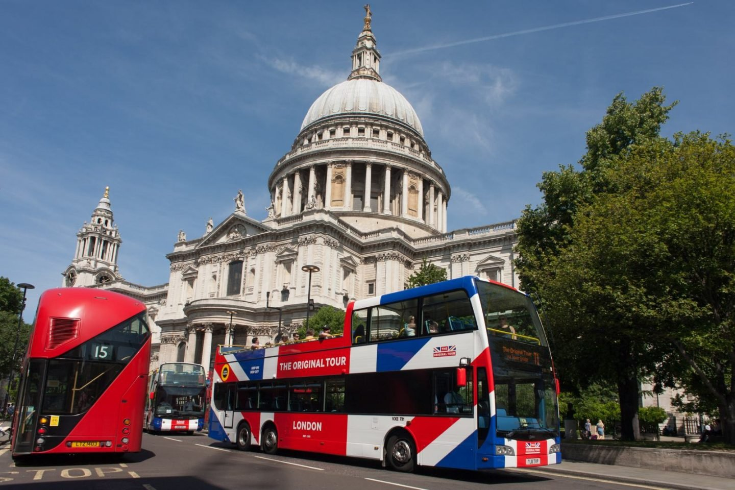 Finding The Best London Bus Tour is a case of knowing what attractions you want to see in London and planning your route with a map.