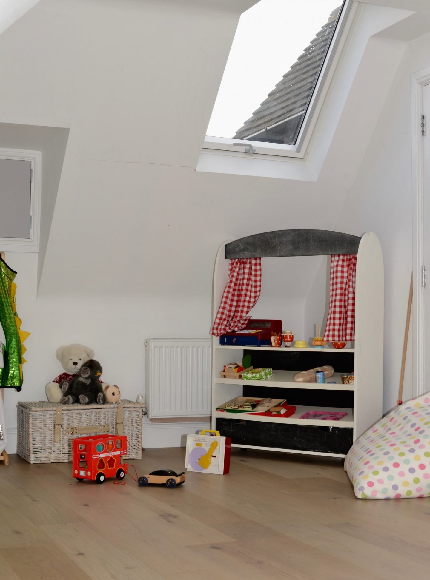 Creating extra light in a dark single story extraction with VELUX roof windows