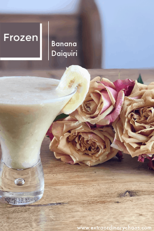 Frozen Banana Daiquiri Recipe, perfect for summers day cocktails #cocktails #frozencocktails