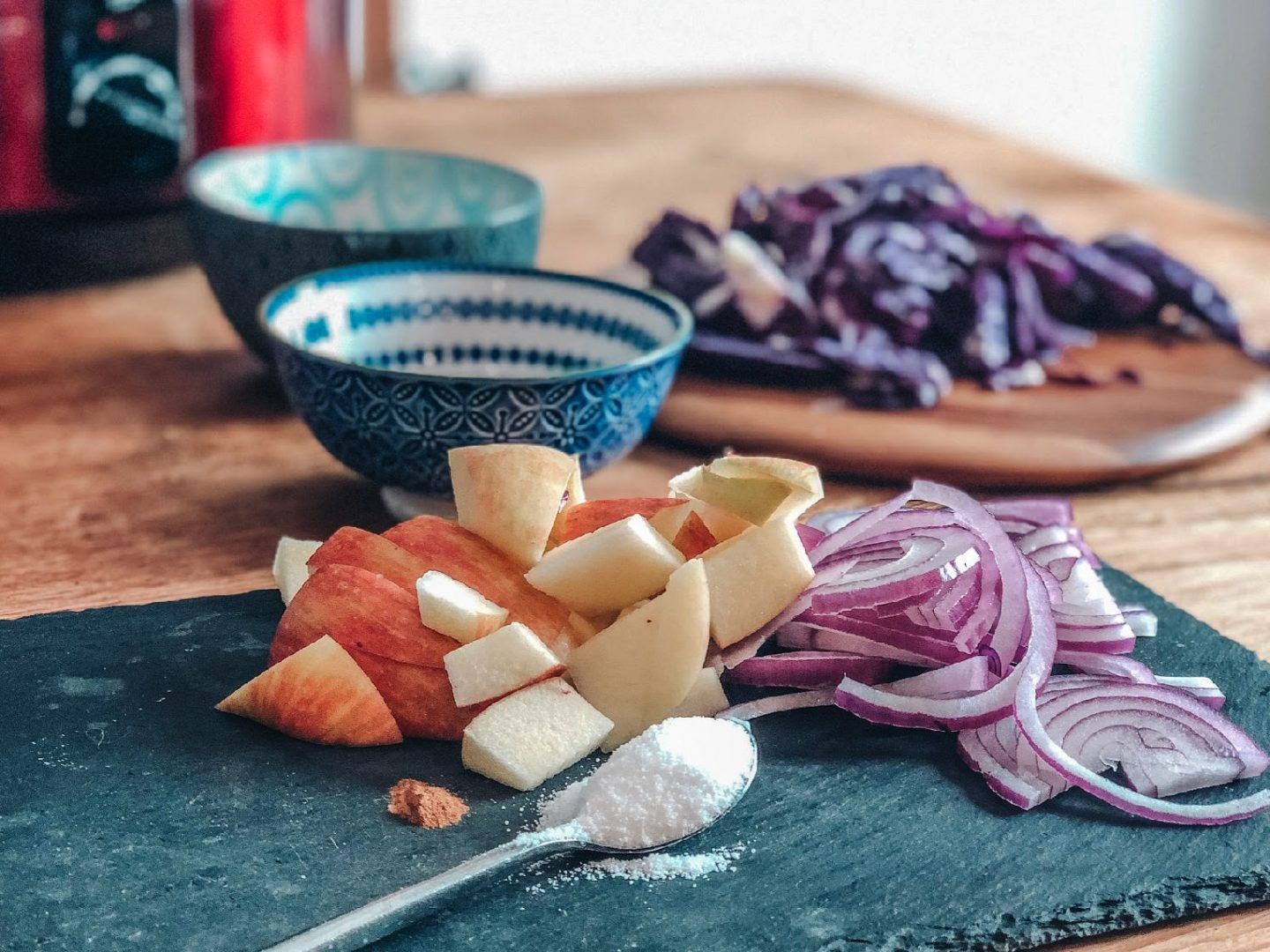 Recipes for red cabbage, what do you need to make slow cooker red cabbage for roast dinner