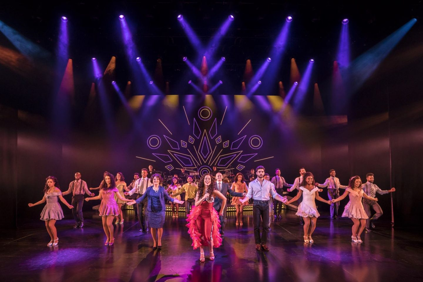 ON YOUR FEET. Philippa Stefani 'Gloria Estefan' and Company. Photo Johan Persson (2)