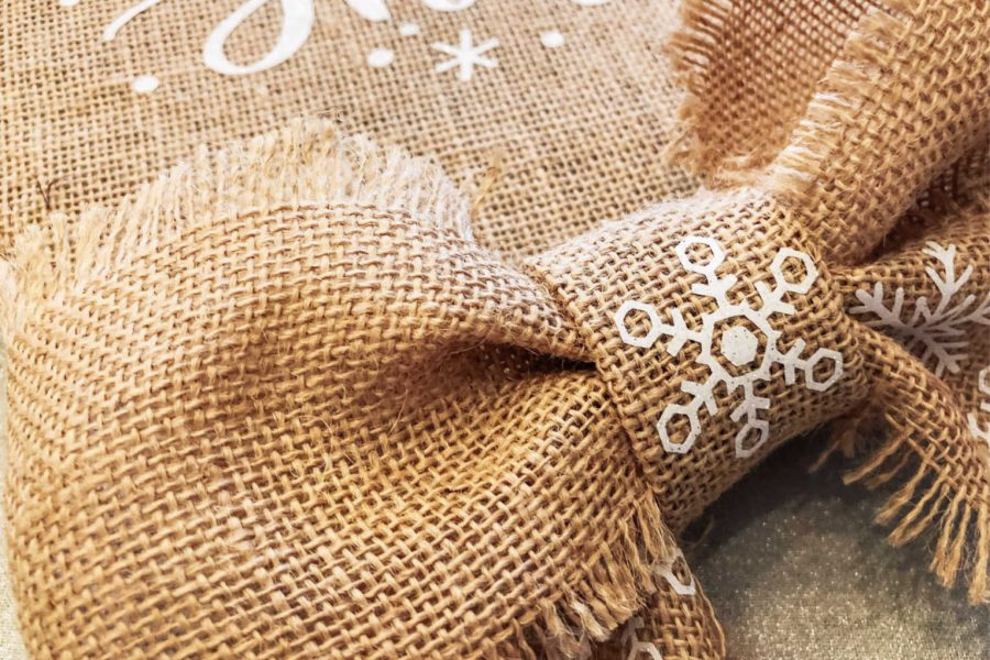 making a burlap bow-2