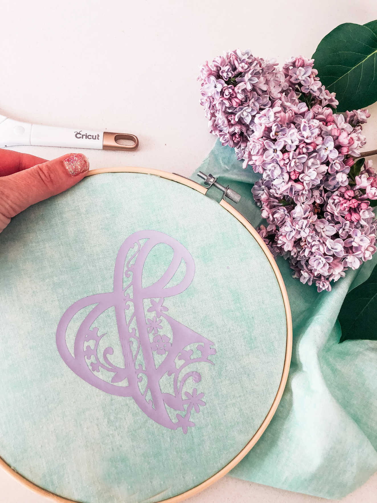 Craft ideas with Cricut iron on vinyl, DIY Embroidery Hoop