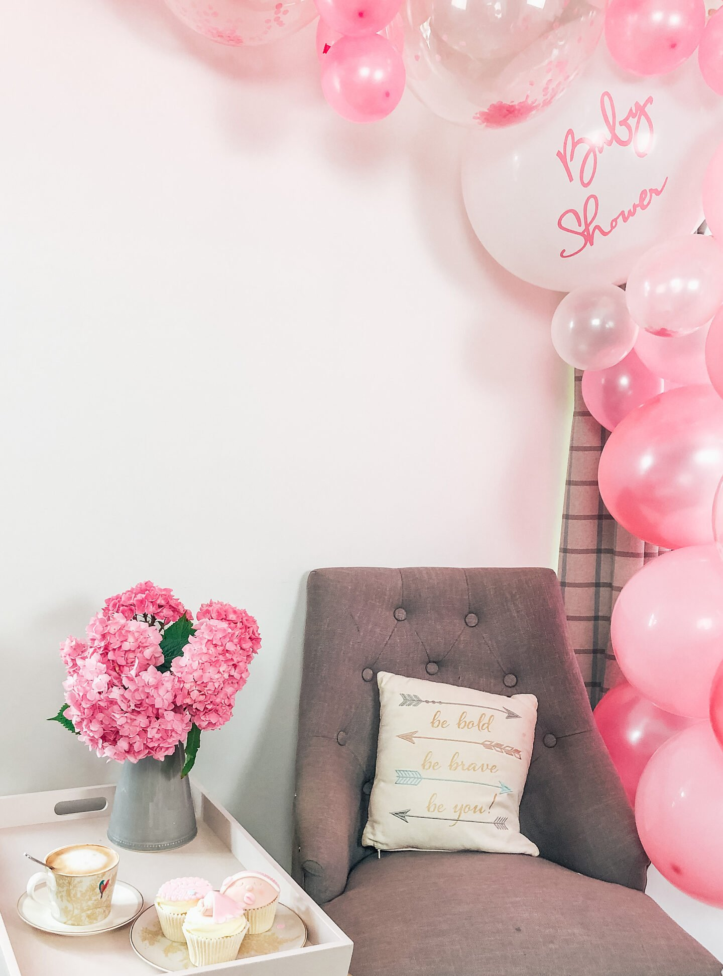 Baby shower afternoon how to make a balloon arch with Cricut vinyl balloon decals and  tape