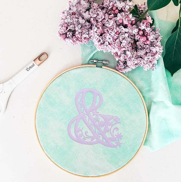 How to create easy hoop craft with iron on vinyl