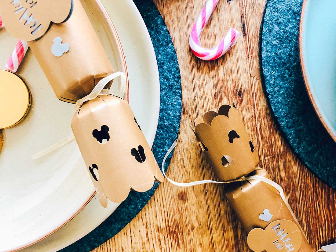 How to make Home Made Christmas Crackers