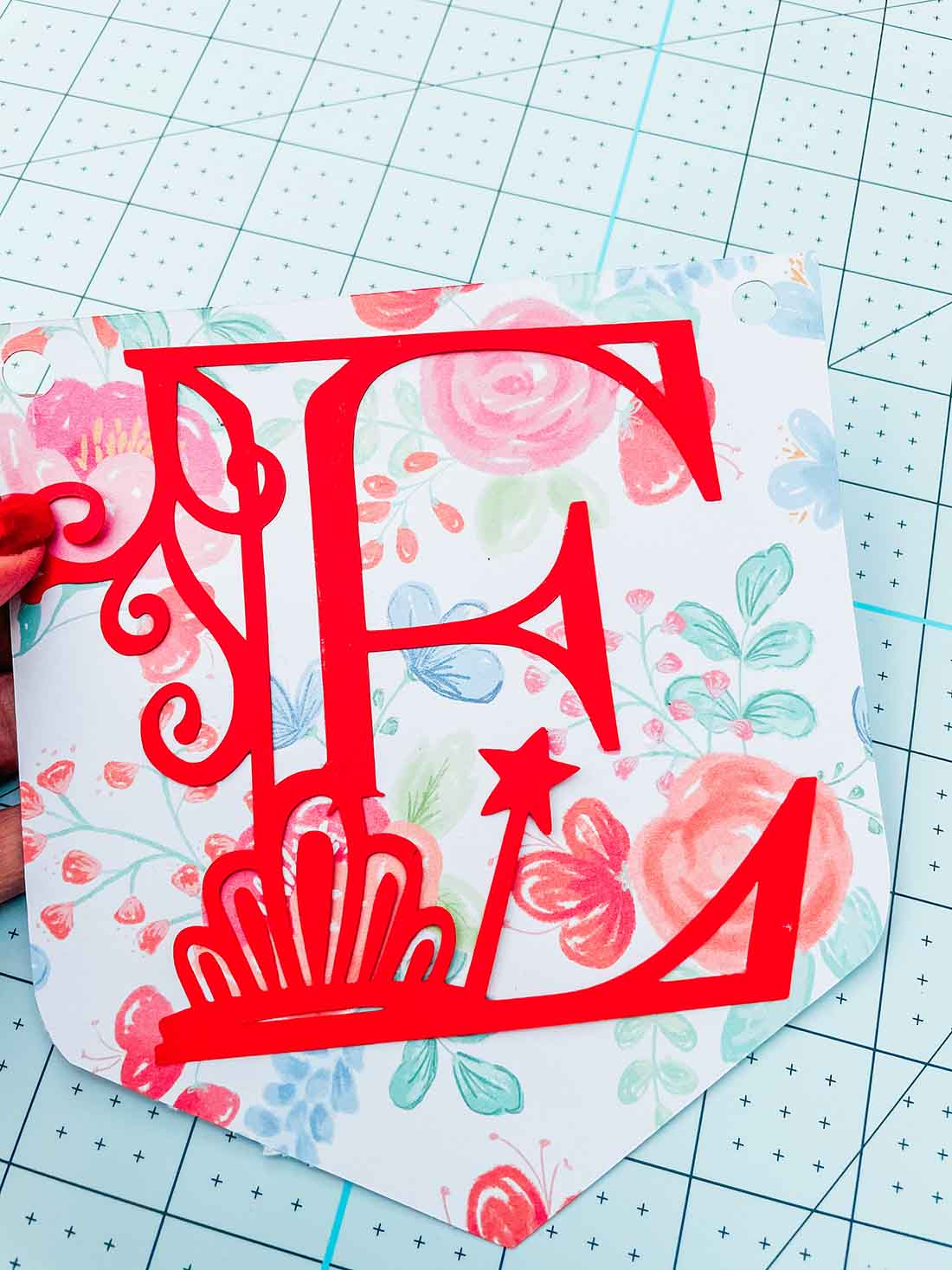 free cricut royal themed decals for cards and decorations