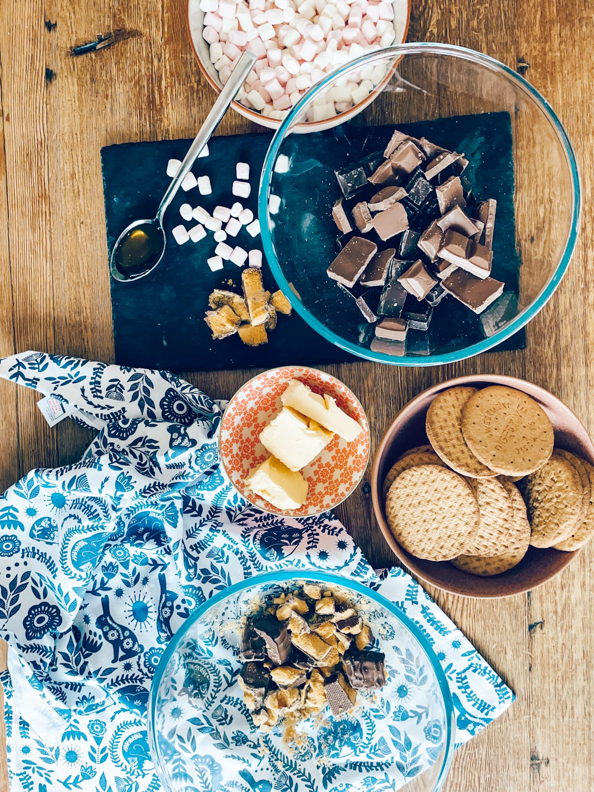 Ingredients to make Crunchy Rocky Road
